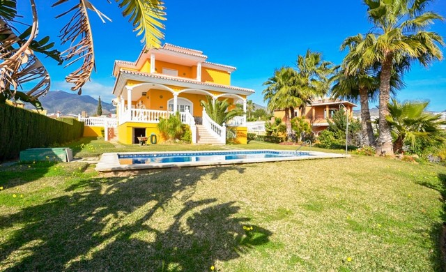 4 Bedroom Villa for sale in Benalmadena Costa, Málaga, Spain, €840,000