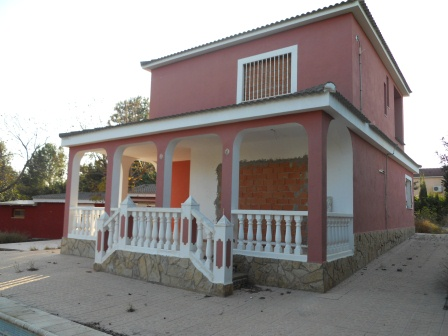 Bank Repossession Detached 4 Bedroom Villa with Private Pool in Vilamarxant, Valencia, €119,500
