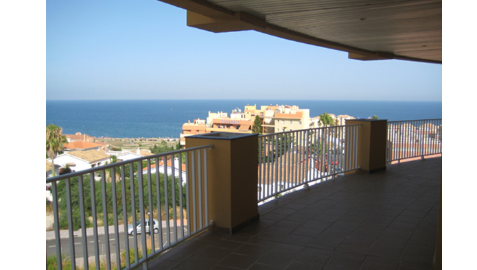 New 1 & 2 Bedroom Apartments close to beach and with sea views in Fuengirola From €108,500