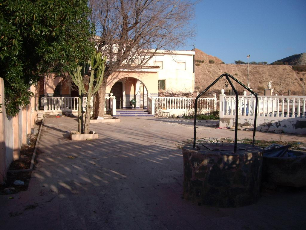 Bank Repossession 4 Bedroom Townhouse with Private Pool and Large Garden in Agost, Alicante, €58,000