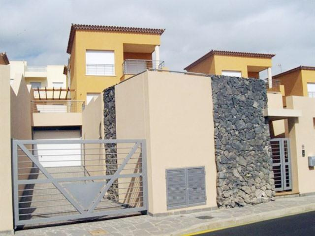 Bank Repossession New Townhouses and Detached Villas close to the beach in Santa Cruz de Tenerife, From €237,600