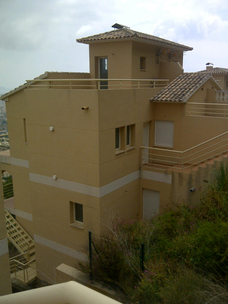 Bank Repossession. Lovely 3 bedroom Townhouse with Sea Views in Calpe, Alicante, €151,300