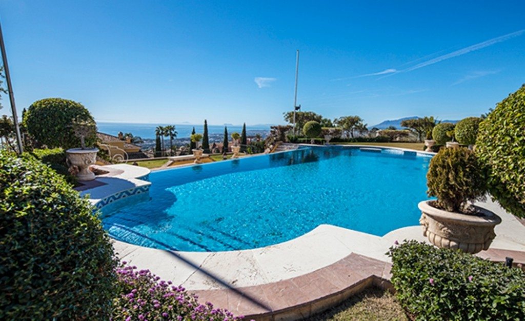 Superb 6 Bedroom Villa in Sierra Blanca, Marbella, €9,800,000