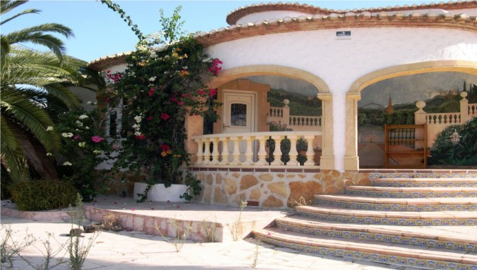 Bank Repossession. 6 Bedroom Detached Villa with Private Pool in Calpe, Alicante, €448,600
