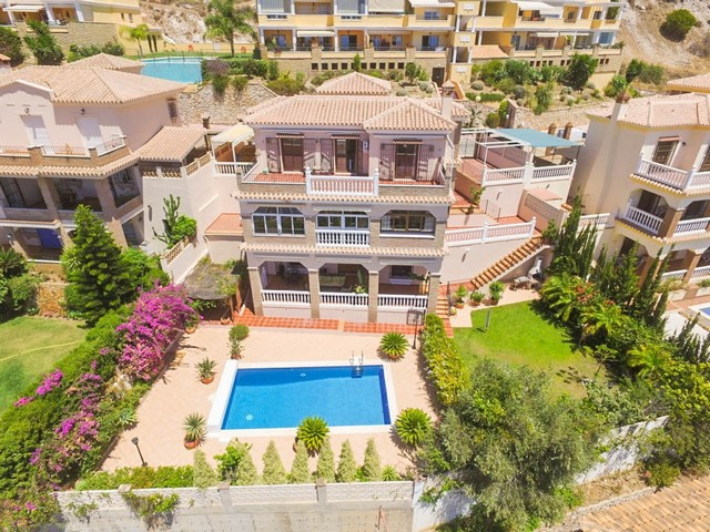 4 Bedroom Villa for sale in Benalmádena, Málaga, Spain €595,000