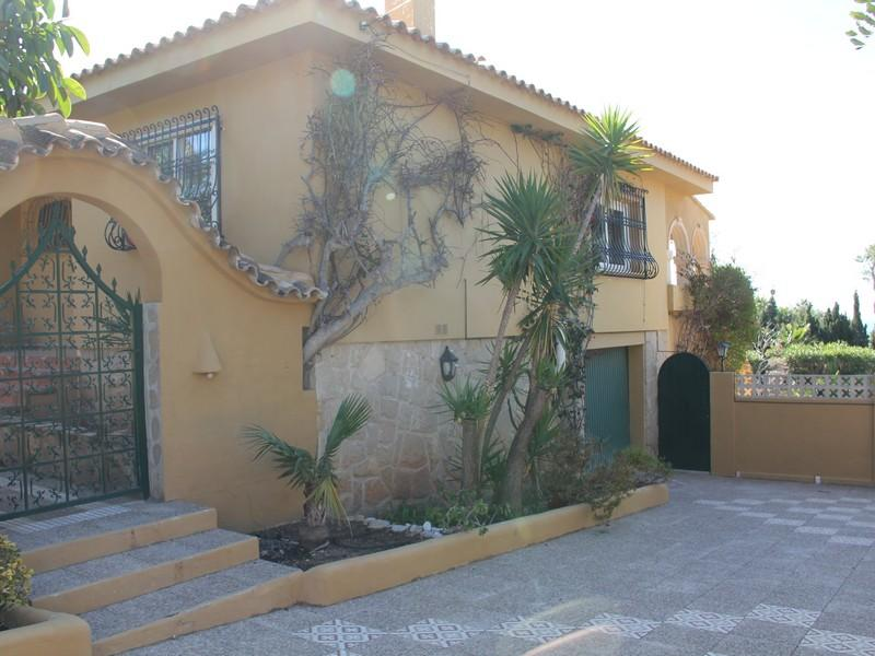 Bank Repossession. Detached 5 Bedroom Villa with Private Pool in Altea, Alicante, €480,000