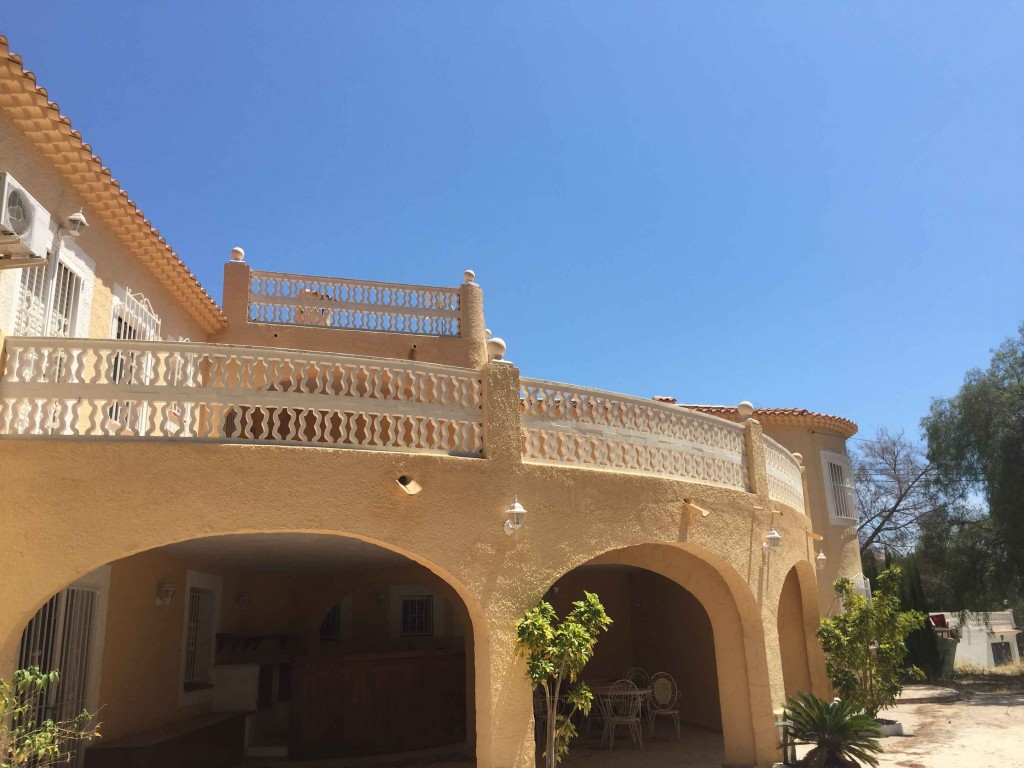 Bank Repossession. 6 Bedroom 5 Bathroom Detached Villa with Private Pool in Calpe, Alicante, €350,000