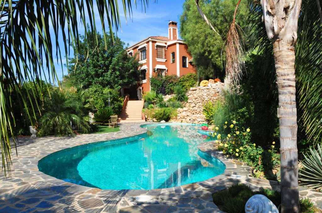 A fantastic Fully Licensed Rural Retreat in Alhaurin el Grande, Malaga, Spain, for just €995,000