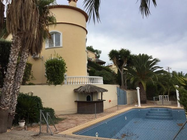 Bank Repossession. 5 Bedroom Detached Villa with Private Pool in Calpe, Alicante, €352,900