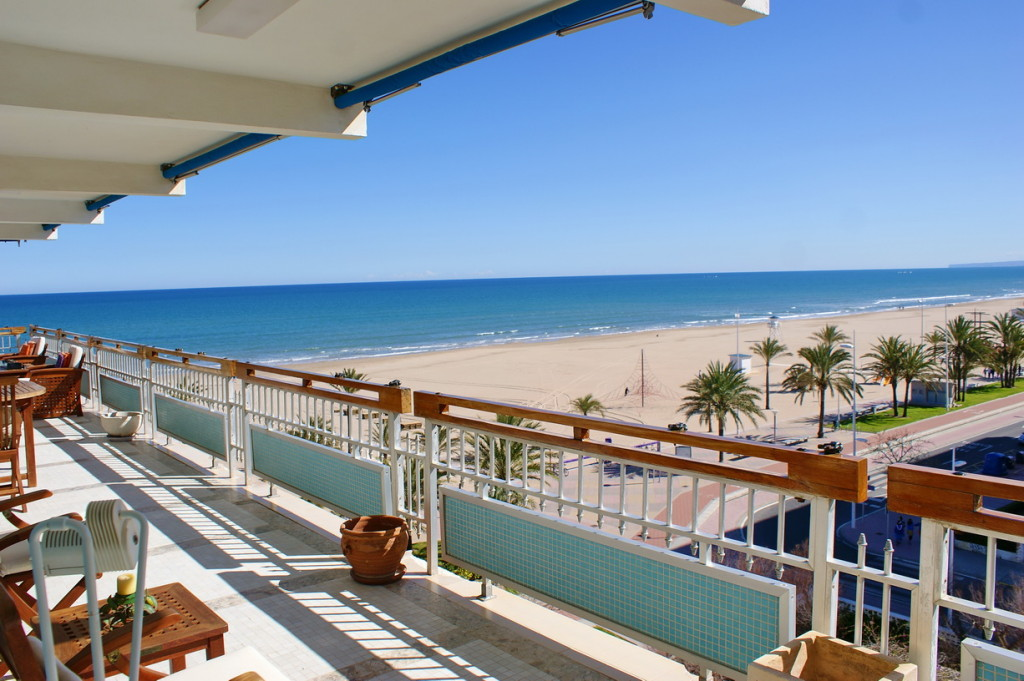 3 BedroomApartment with frontal sea view on the first line in Gandia €600,000