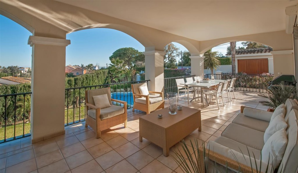 Magnificent south facing large Marbella East villa within privileged grounds, near amenities €1,495,000