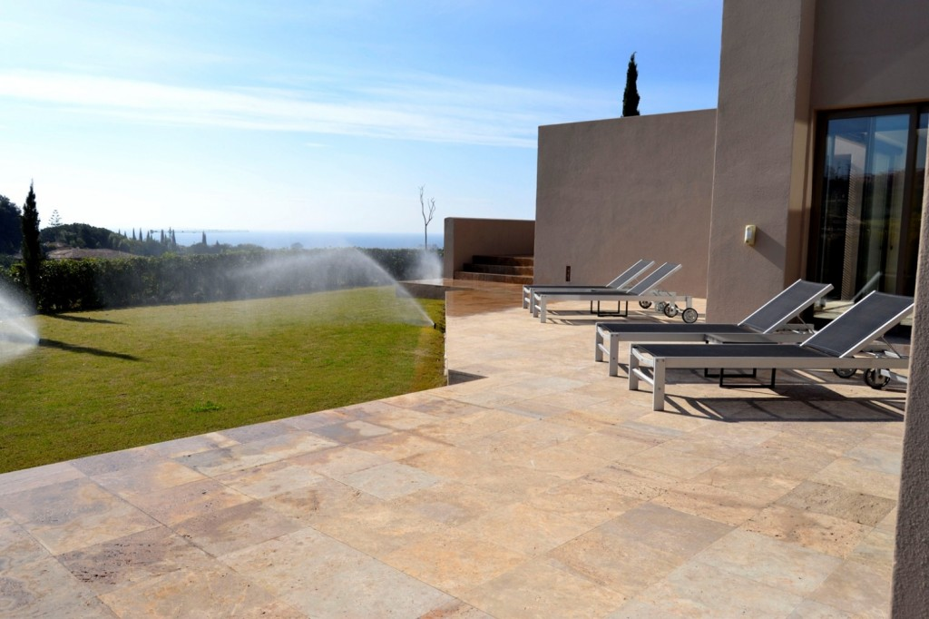 5 bedroom Villa for sale in Los Flamingos, Benahavis, Malaga, Spain, €2,700,000