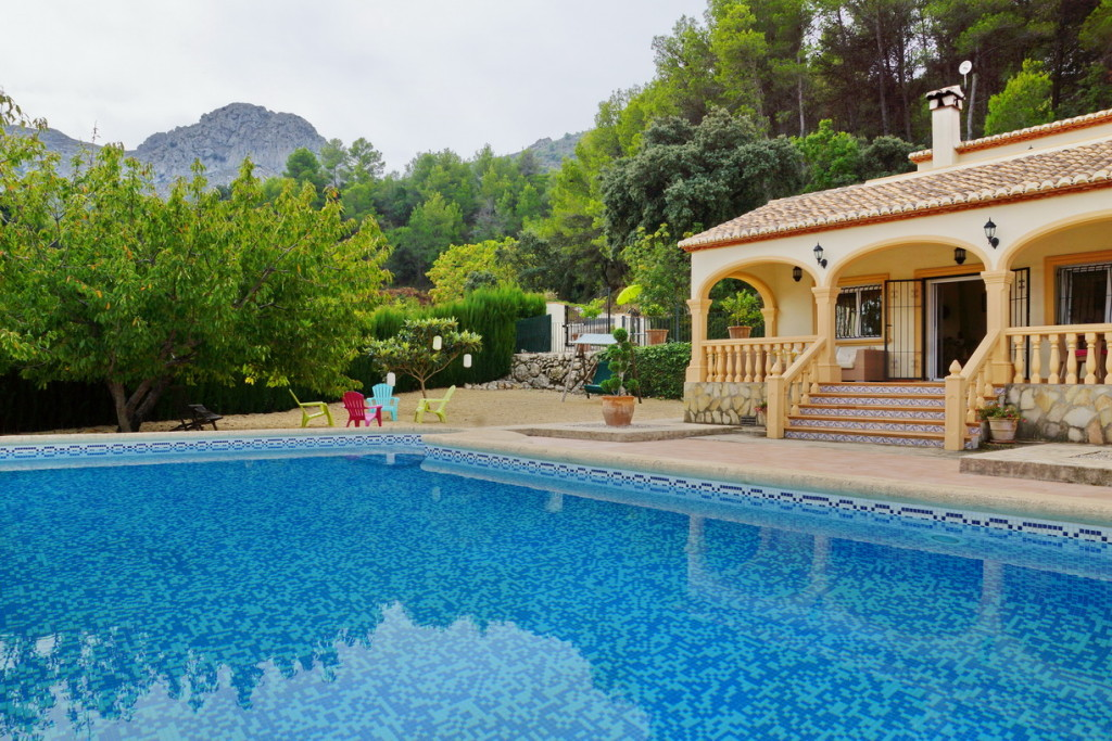 Detached 3 Bedroom Villa with fantastic views of the mountains in Vall de Laguar, Alicante, €425,000