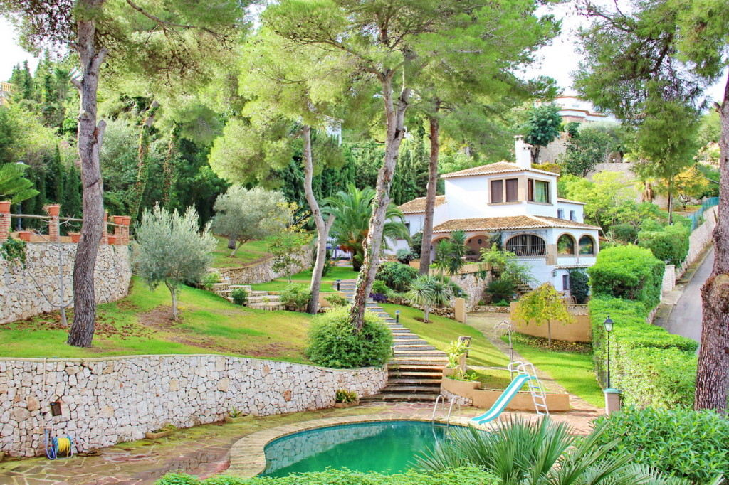 6 Bedroom Detached Villa in Tosalet, Javea, with private pool and sea views, €620,000