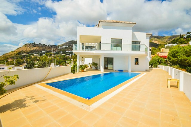 3 Bedroom Villa for sale in Mijas, Málaga, Spain €995,000