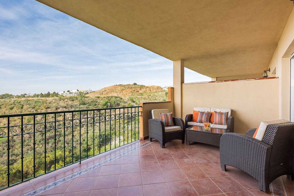 Fantastic south west facing Mijas Costa apartment with spectacular sea views, €139,950