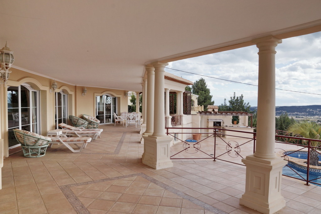 Luxury 5 Bedroom villa in classic style with mountain views in Javea, €2,000,000