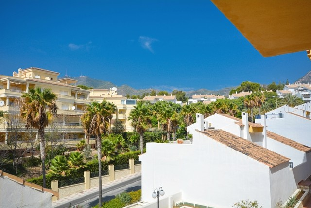 2 Bedroom Apartment for sale in Torrequebrada, Benalmádena, Málaga, Spain €138,000