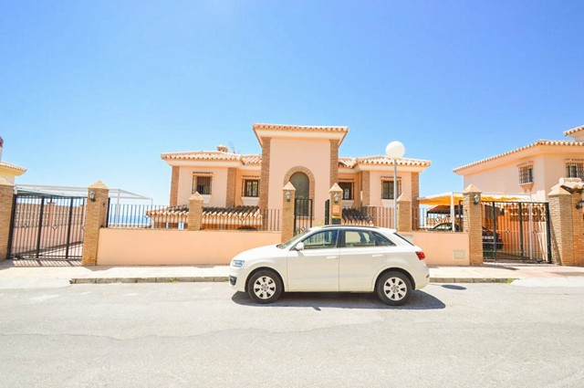 Lovely 4 Bedroom Detached Villa With Pool For Sale in Benalmádena, Málaga, Spain, €550,000