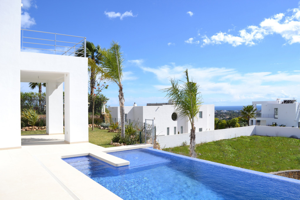 New 4 Bedroom Contemporary Villa with Infinity Pool in Marbella, Costa del Sol, €1,650,000
