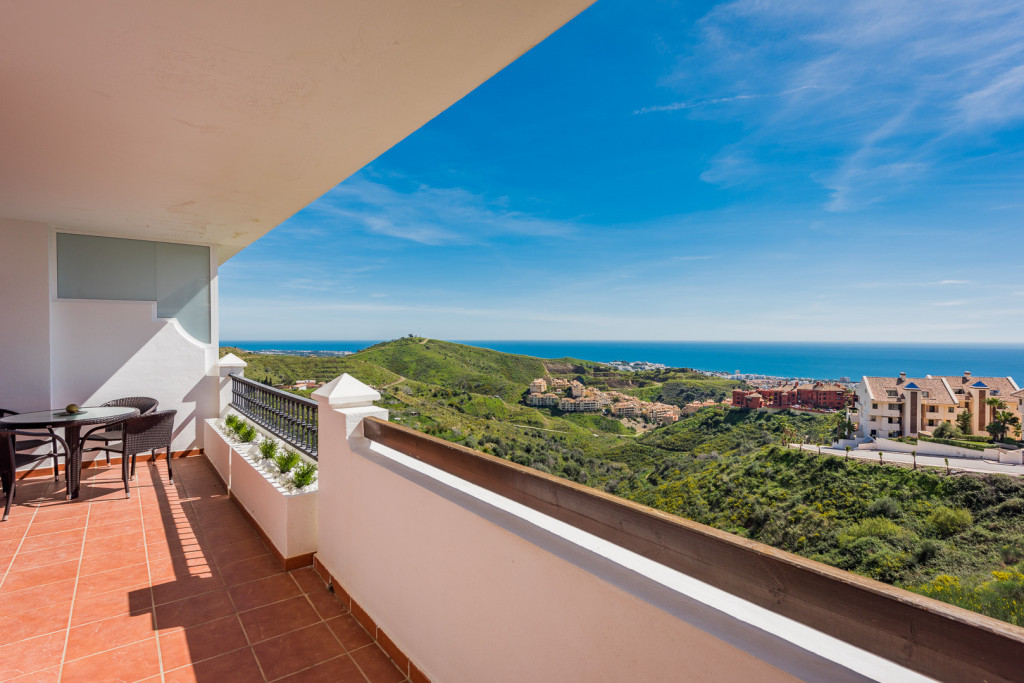 2 Bedroom Apartment with Spectacular Sea Views in Mijas Costa, Costa del Sol, €199,000