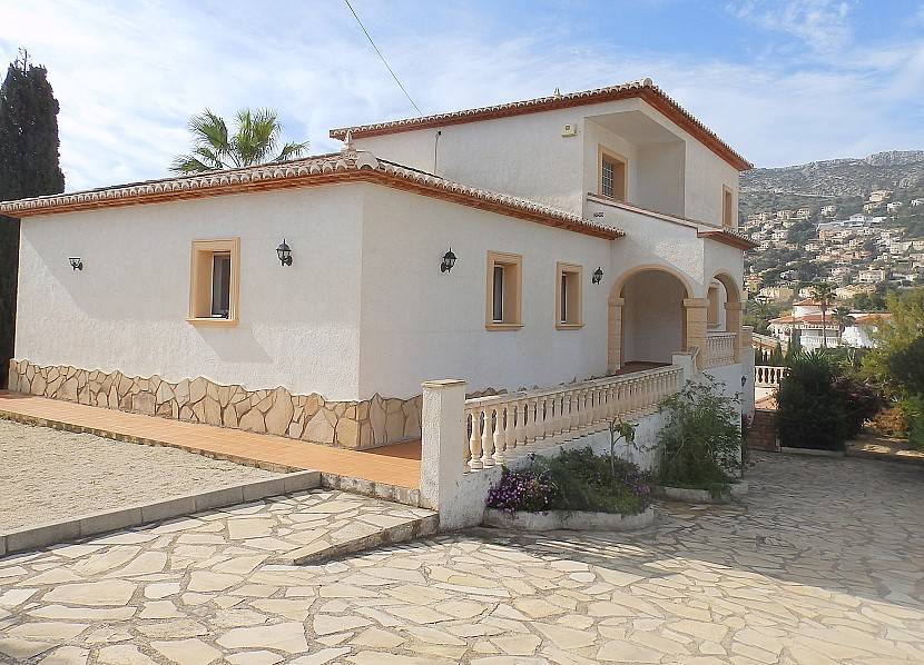Detached 4 Bedroom Villa with Private Pool in Calpe, Alicante, €420,000