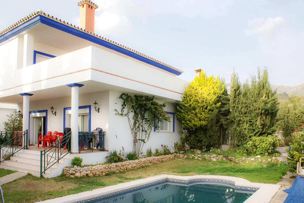 Detached 5 Bedroom 6 Bathroom Villa with Private Pool in Marbella, Malaga, Spain, €1,100,000
