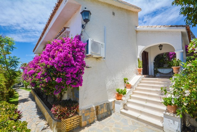 7 Bedroom Villa for sale in Marbella East, Marbella, Málaga, Spain €849,000!!