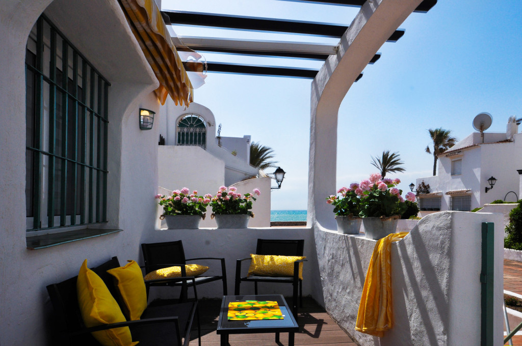 Refurbished Frontline Beach Apartment in Puerto de la Duquesa, Manilva, Malaga, Spain,  €285,000
