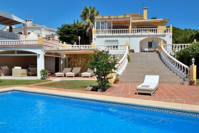 5 Bedroom Detached Villa for sale in Torrequebrada, Benalmádena, Málaga, Spain, €695,000