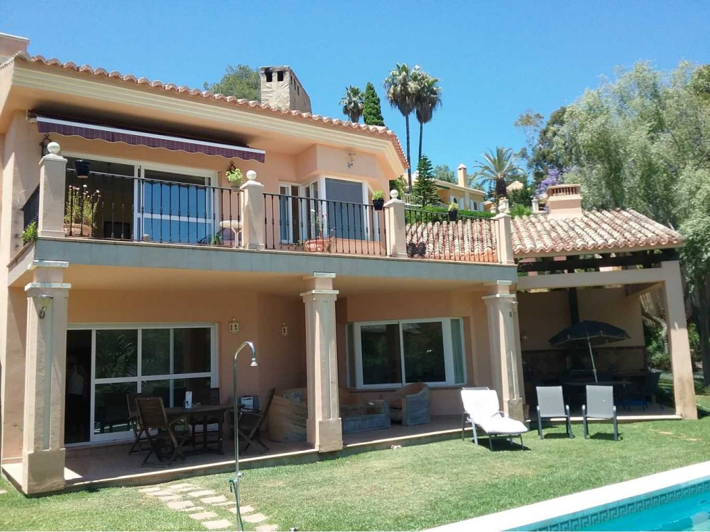 Beautiful 5 Bedroom Detached Villa with Pool in Las Chapas, Marbella, Malaga, €1,300,000