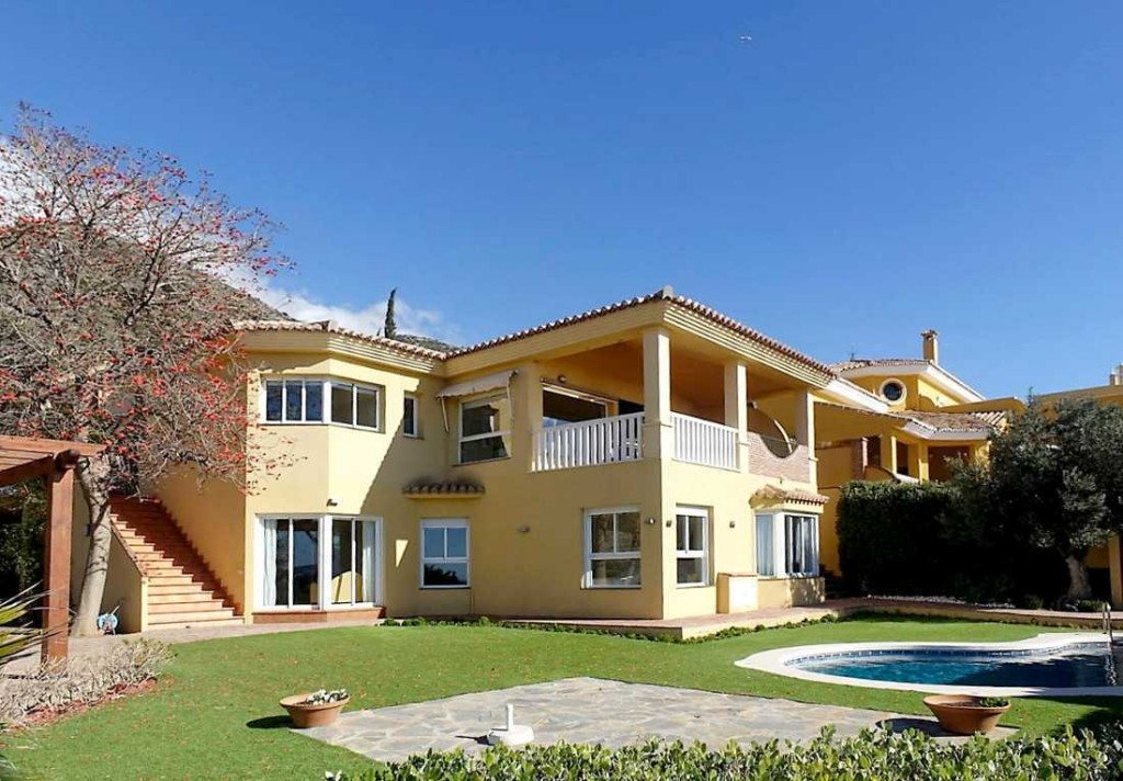 Luxury 4 Bedroom Detached Villa with Pool in Fuengirola, Malaga, Spain, €1,273,000