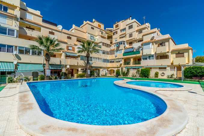 2 Bedroom Apartment in Residencial Isla Verde, Torrevieja, Alicante, Spain, €56,000