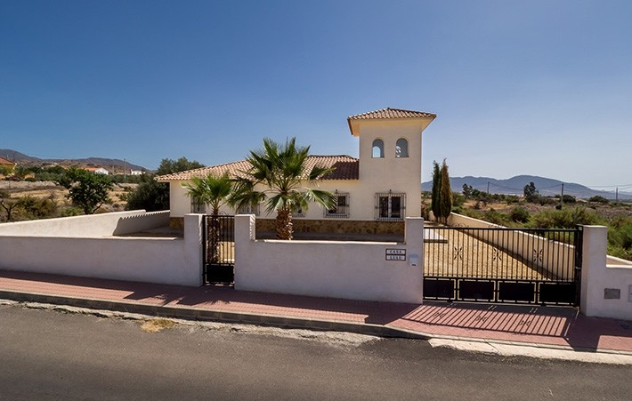 3 Bedroom Detached Villa with Private Pool in Urcal, Almeria, Spain, €195,000