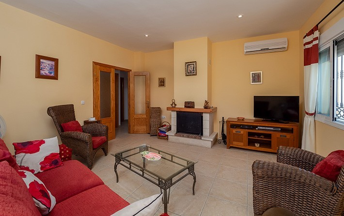 Detached 3 Bedroom Bungalow with Private Pool in Partaloa, Almeria, €149,950
