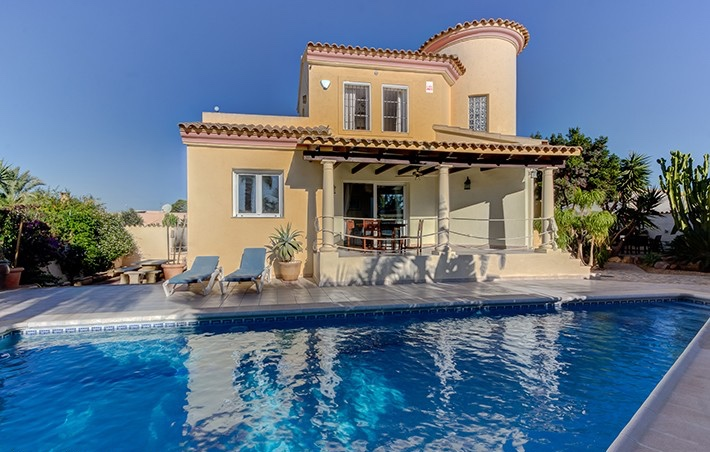 5 Bedroom Villa with Private Pool near Desert Springs, Almeria, €315,000