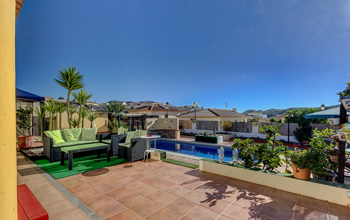 3 Bedroom Detached Bungalow with Private Pool in Limaria, Almeria, €155,000