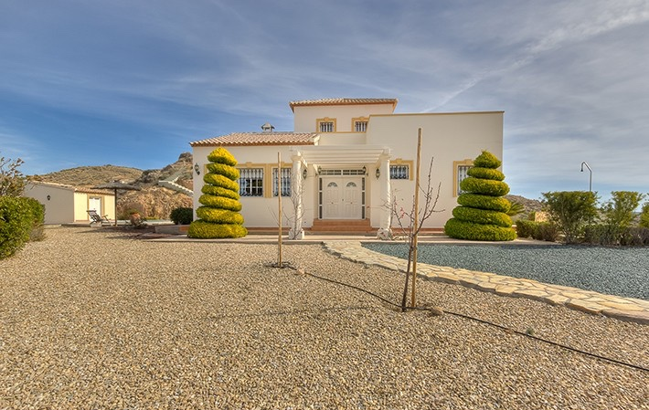 Beautiful Detached 3 Bedroom Villa with Private Pool in Cantoria, Almeria, €374,500