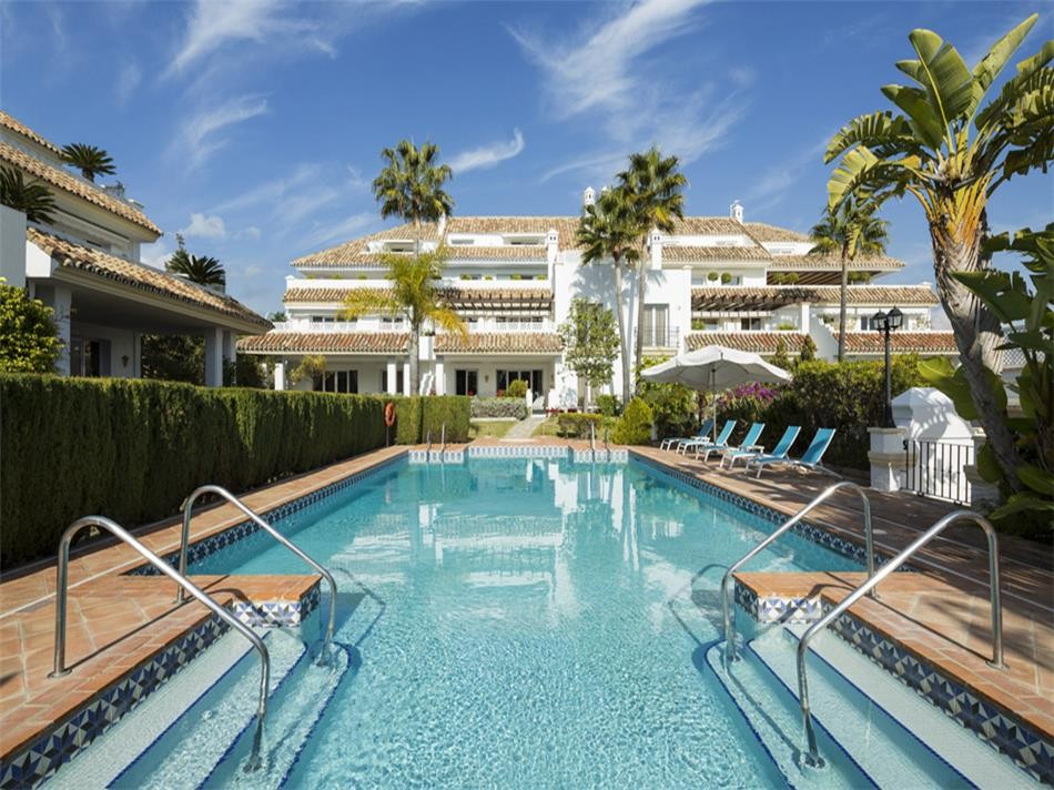 Magnificent 6 Bedroom Apartment in Marbella's Golden Mile, Malaga, €1,850,000