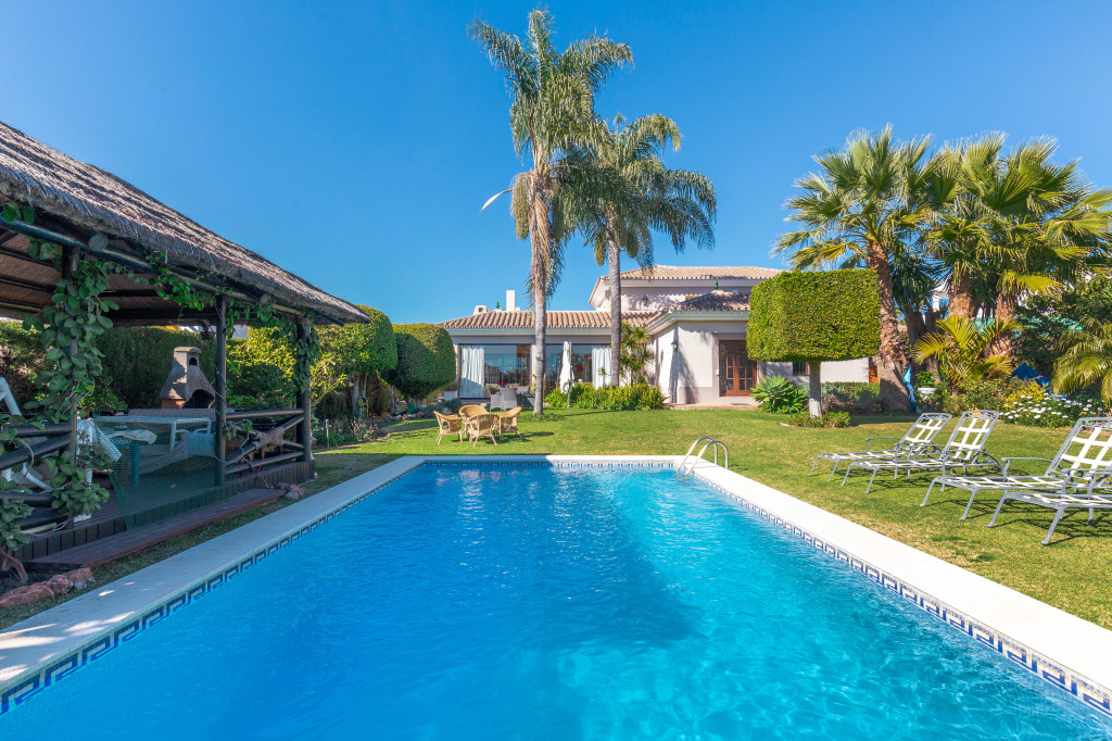 4 Bedroom Villa in Parcelas del Golf, Nueva Andalucia, Malaga, Spain, €1,700,000