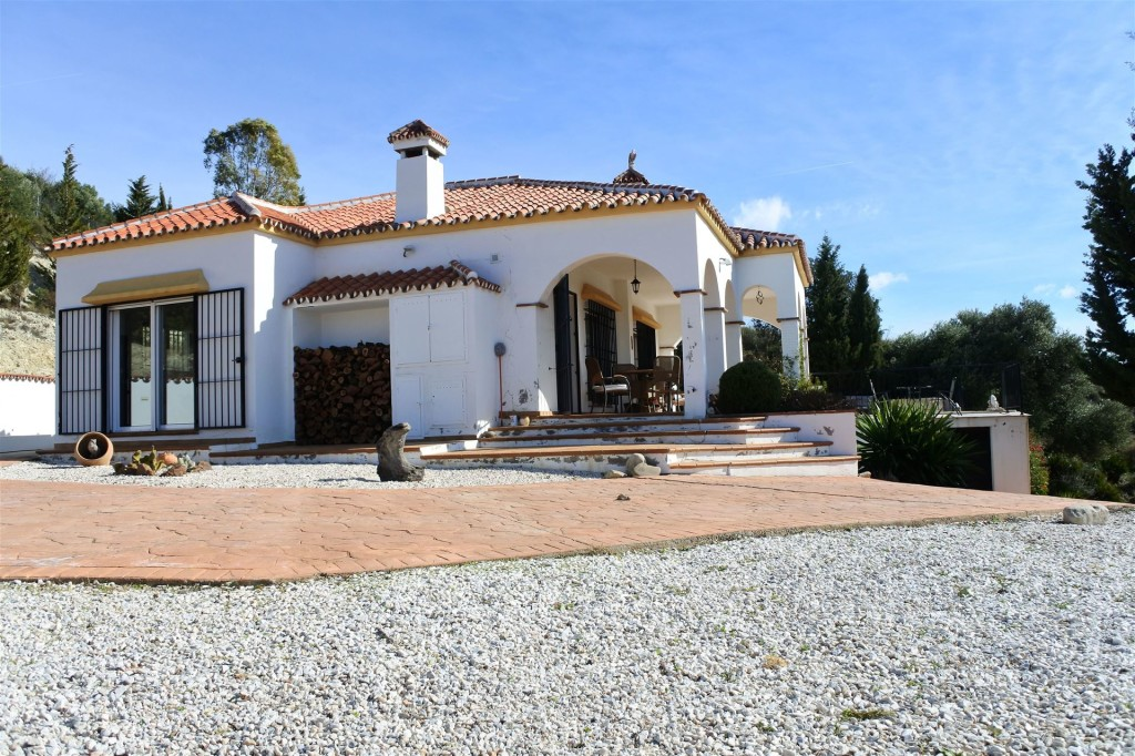 3 Bedroom Country Property for sale in Almogía, Malaga, Spain, €275,000