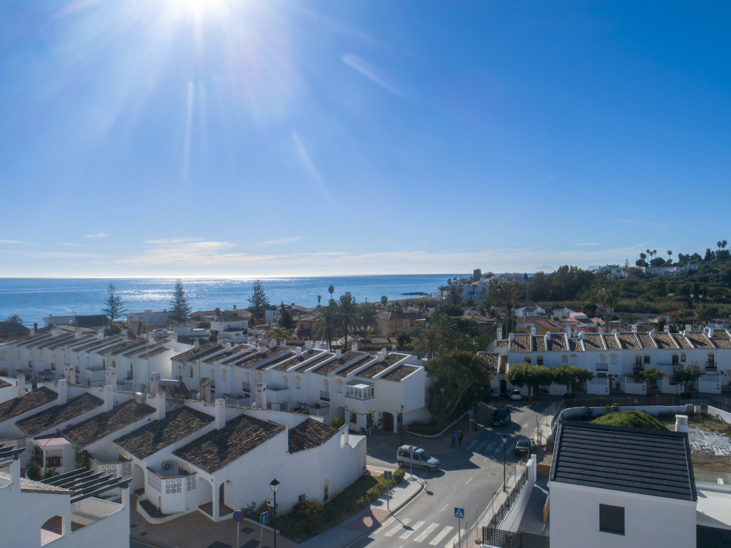 New 2 & 3 Bedroom Apartments in Arroyo Vaquero, Estepona, Malaga, From €198,500