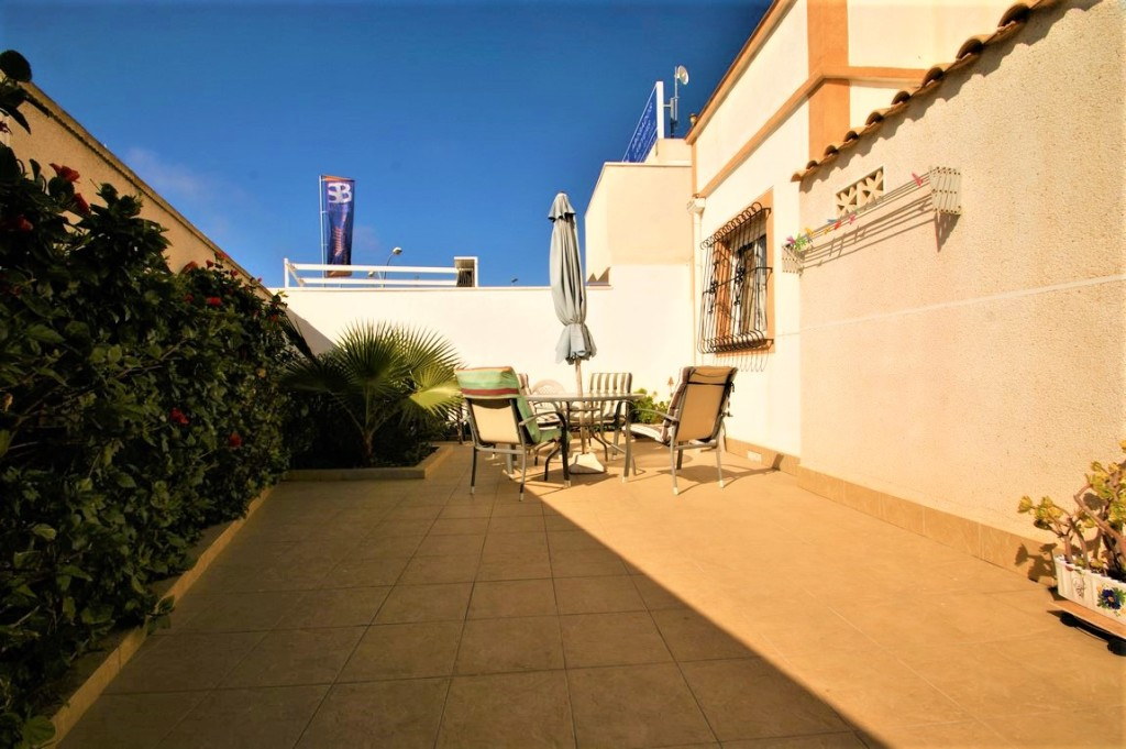 2 Bedroom Townhouse in Torrevieja, Alicante, €137,260