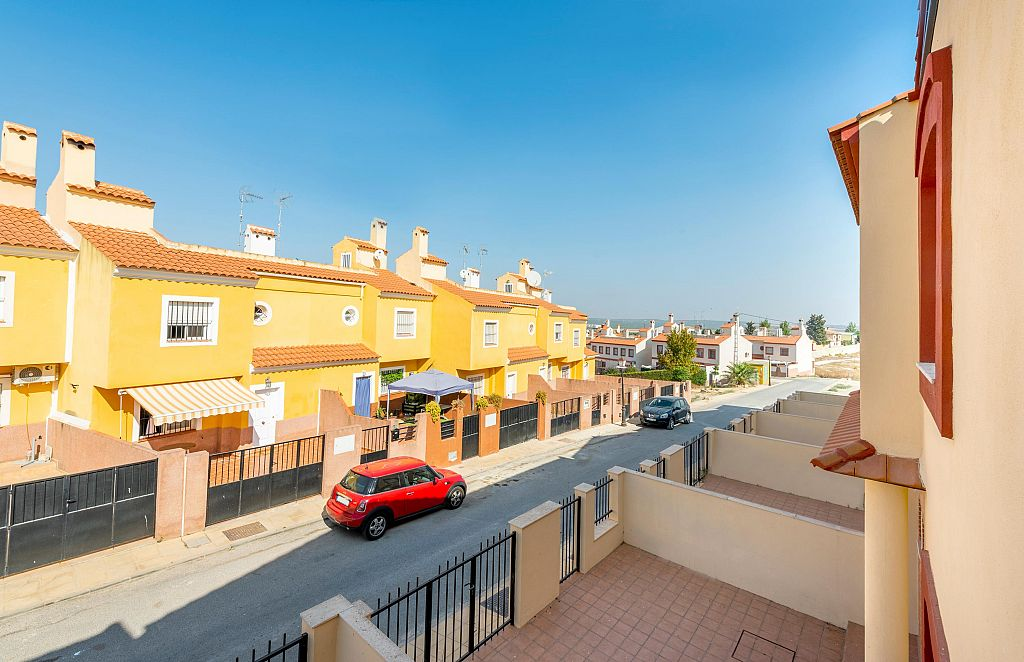 New 3 Bedroom Townhouses in Fuente de Piedra, Málaga, From €64,400