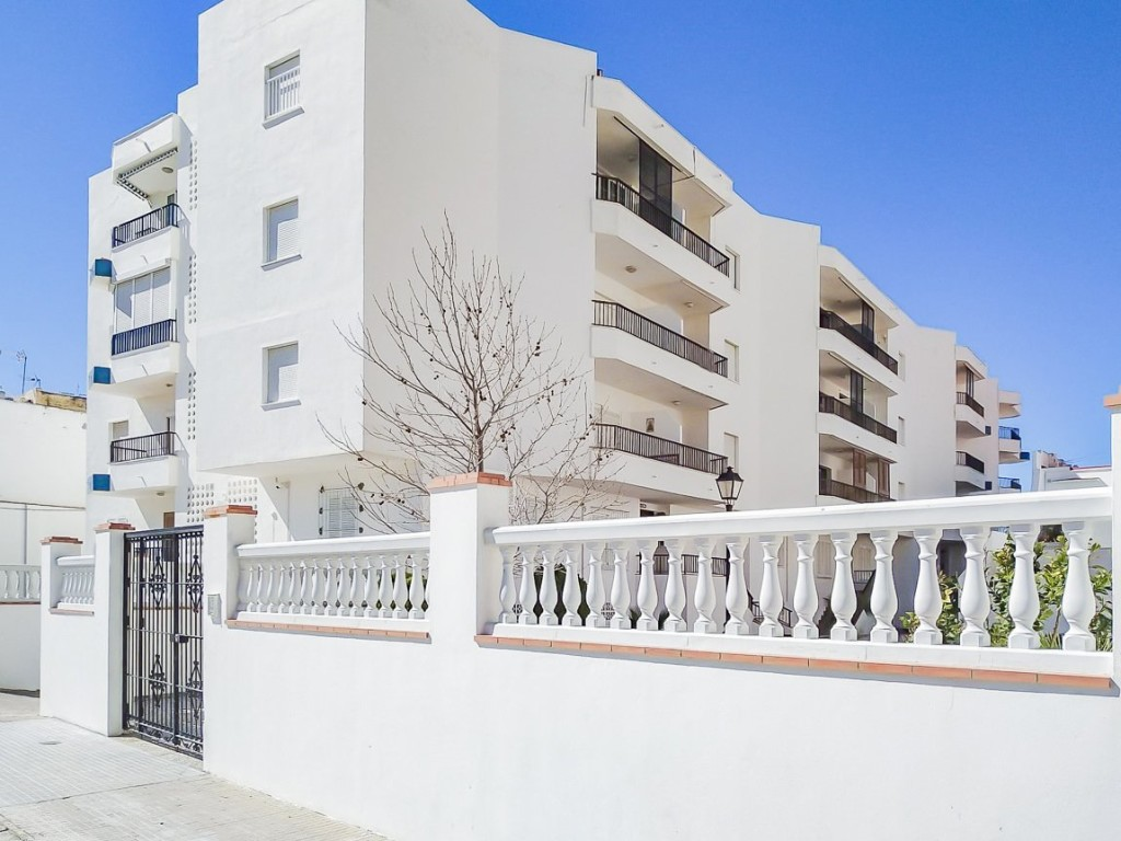 Beachfront 1 Bedroom Apartment in Chipiona, Cádiz, Spain, €135,000