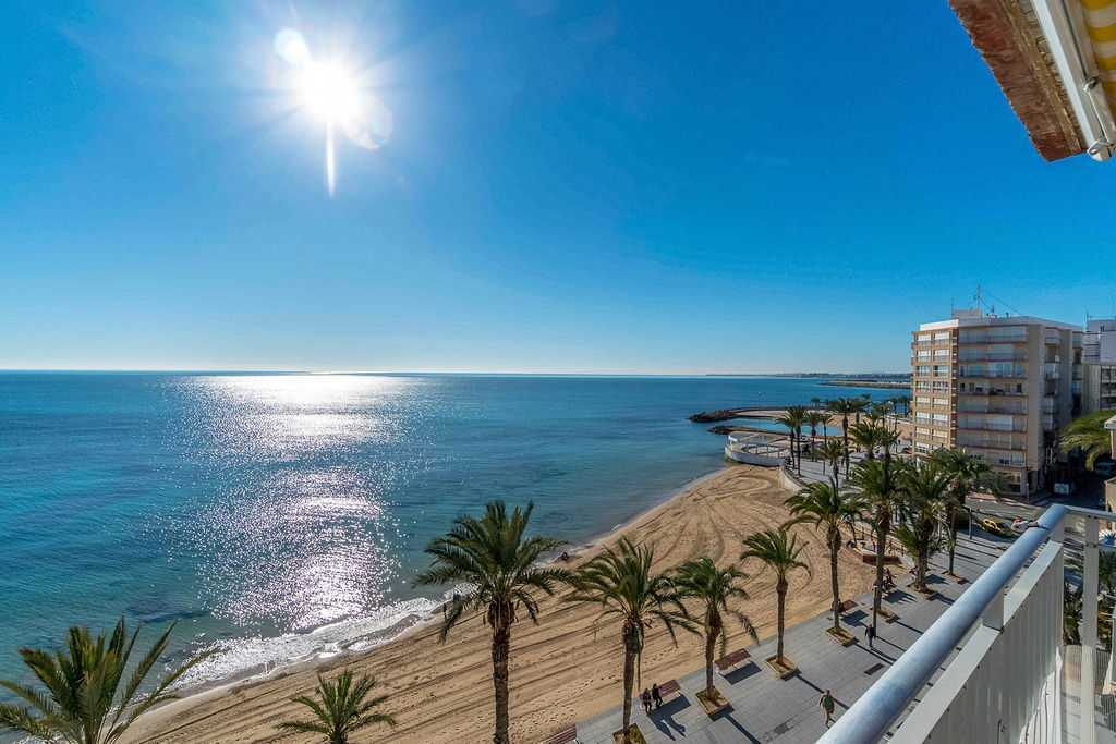 Beachfront 5 Bedroom Apartment in Torrevieja, Alicante, €400,000