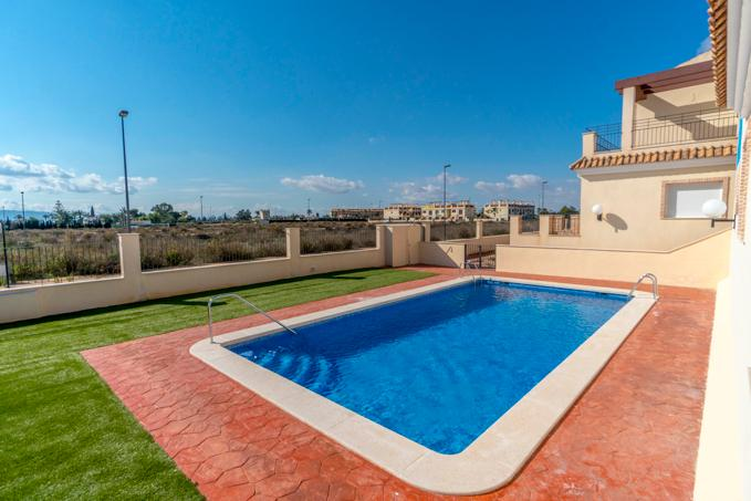 3 Bedroom Townhouses in Los Alcazares, Murcia, From €111,900