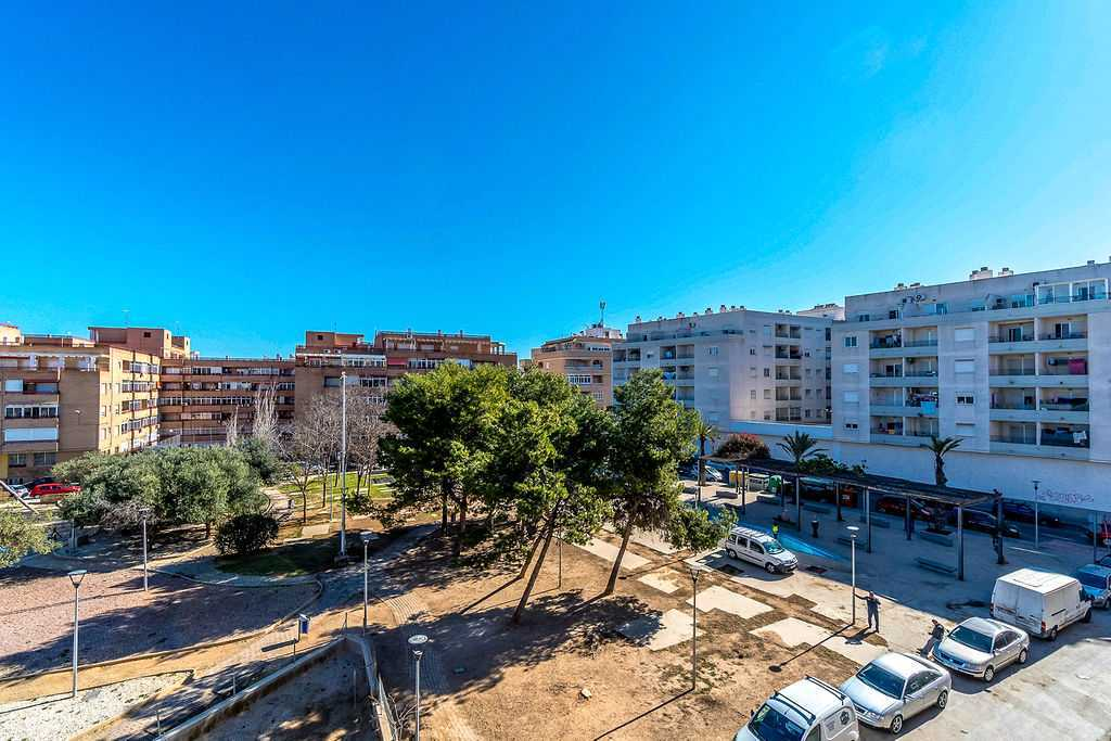 2 Bedroom Apartment in Central Torrevieja, Alicante, €59,900