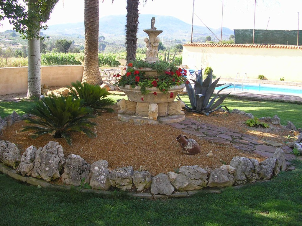 Fabulous 5 Bedroom Villa with Private Pool in Cocentaina, Alicante, €260,000