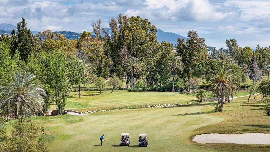 Investment Opportunity! Large Golf Course Facing Plot in El Paraiso Golf, Estepona, €695,000